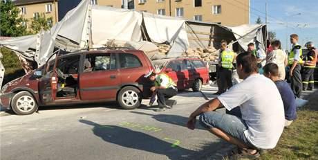 Kamion poničil v Brně jedenáct aut