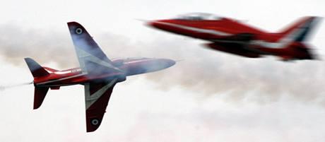 Mezi hlavní lákadla letecké show v Leuchars patří akrobatická skupina Red Arrows.