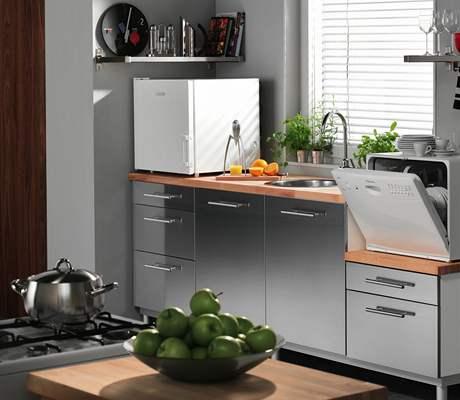 Malé spotřebiče se uplatní i v minikuchyni