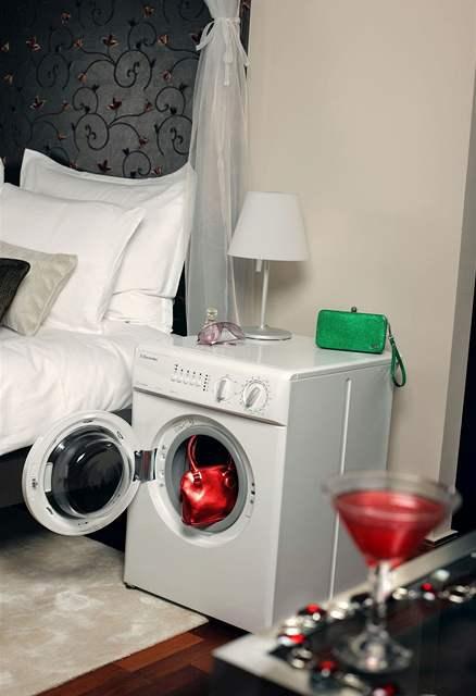 Pračka v místnosti je krajní, ale možné řešení