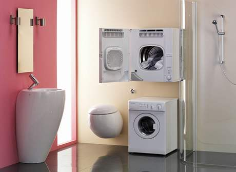 Výhodné je umístění pračky a sušičky nad sebou