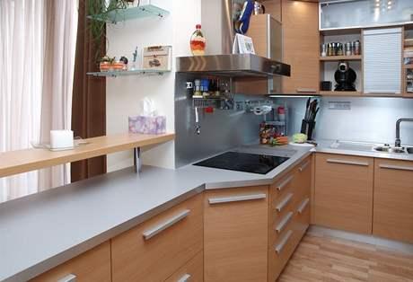 Kuchyně má tvar písmene U