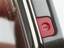 Recenze Nokia E71 detail