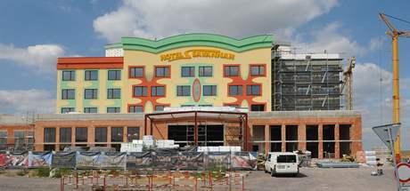 Nový hotel na bývalém přechodu v Hatích má vyhovovat majetným klientům