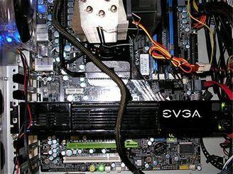 Skutečná GeForce 9800GX2 v počítači