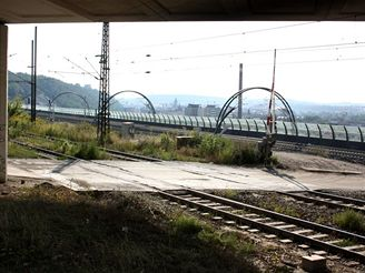 Nov� spojen� - koleje k V�tkovsk� v�hybn� u Krejc�rku
