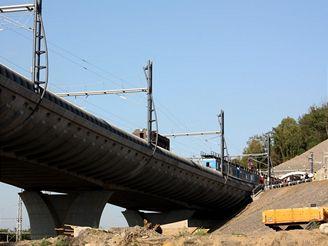 Nov� spojen� -estak�da p�ed v�tkovsk�mi tunely