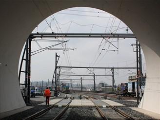 Nov� spojen� - v�jezd z tunelu