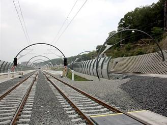 Nov� spojen� - koleje �st� do v�chodn�ch port�l� tunel�