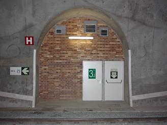 Nov� spojen� - �nikov� v�chod  = pr�chod mezi tunely