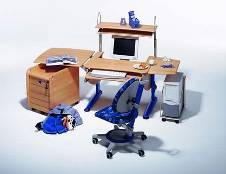 Počítač má být umístěn tak, aby první řádek na monitoru byl v úrovni kořene nosu