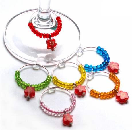 Skleněné ozdoby na rozlišení skleniček