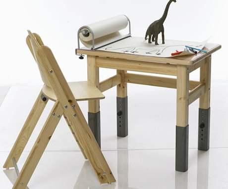 I stolky a židle pro nejmenší mohou mít nastavitelnou výšku
