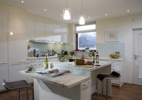 Kuchyně ve Statenickém mlýně je vybavena nábytkem, který je součástí nabídky domu