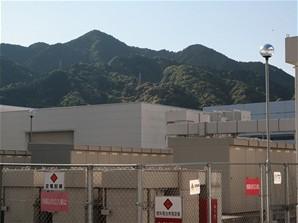 Sharp - Kameyama (kopce nad elektrickou soustavou)