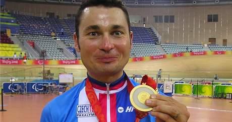 Cyklista Jiří Ježek se zlatou medailí