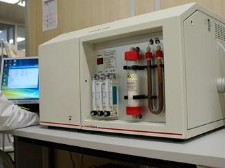 Přístroj pro stanovení obsahu uhlíku v popelu