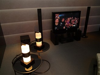 Samsung - IFA 2008 - domácí kino vytvořené ve spolupráci se značkou Armani