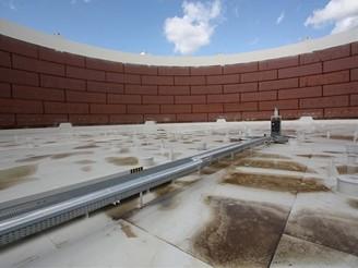 Největší nádrž na ropu před napuštěním - plovoucí střecha