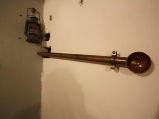 Potrubní telefon  spojující střeleckou místnost s levým zvonem