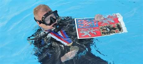 Místostarosta Králova Pole René Pelán zkoušel nanečisto svatební obřad pod vodou