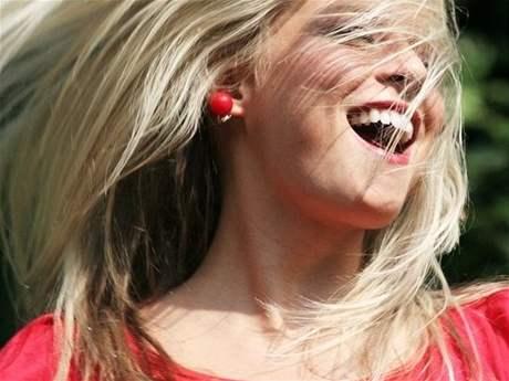 Dvacet sekund dobrého smíchu má stejný účinek jako tři minuty na veslovacím stroji.