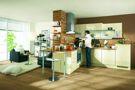 Částečné oddělení kuchyně od obýváku příčkou lze použít i v malém bytě