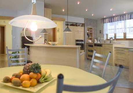 V rodinném domě lze snadno naplánovat kuchyni k oknu