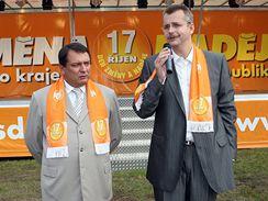 Jiří Paroubek a Jaroslav Tvrdík při představení předvolebního kamionu ČSSD, Most, 2. září 2008