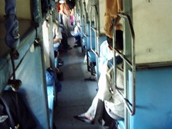 Indie, vlak na trati Bombaj-Goa