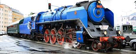 Parní lokomotiva jede na brněnské výstaviště