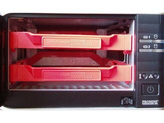 Umístění pevných disků v zařízení