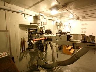 Pravá střelecká místnost, vpředu zbraň L1-protitankový kanon vz. 36 ráže 47 mm spřažen s těžkým kulometem vz. 37 ráže 7,92 mm-Mausrova ráže