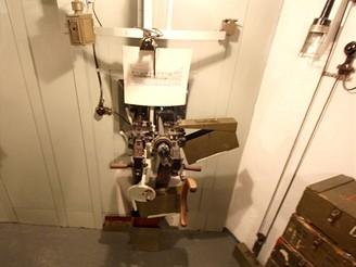 Pravá střelecká místnost: Dvojče TK vz. 37 na společné lafetě s ramenní opěrkou