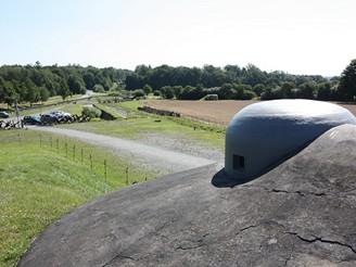 Pohled přes pravý zvon k MO-S 18 Obora