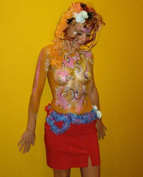 Bodypainting: když žena maluje na ženu