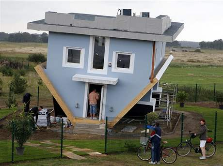 Obrácený dům