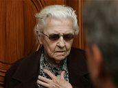 Ludmila Brožová-Polednová  u plzeňského soudu (9.9.2008)
