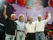 Richard Wright (první zprava) s dalšími členy Pink Floyd na koncertu Live 8