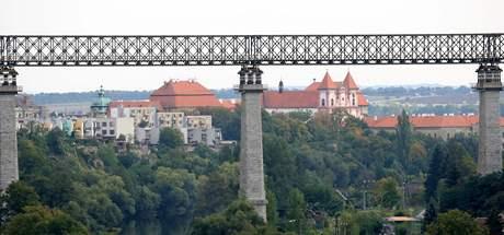 Ve Znojmě opravují železniční most