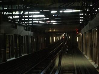 V některých místech je metro vedeno pouze po jedné koleji