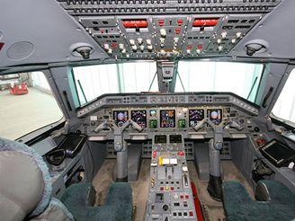 Osobní tryskáče: Embraer Legacy 135BJ kokpit