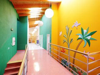 Barvami září i vnitřní prostory