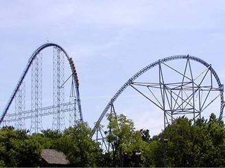 Horská dráha Millenium Force v zábavním parku Cedar Point ve městě Sandusky v Ohio, USA