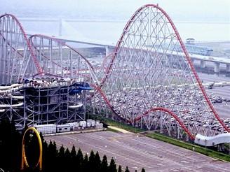 Horská dráha Steel Dragon v zábavním parku Nagashima Spa Land ve městě Nagoya v Japonsku