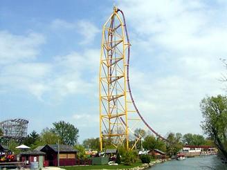 Horská dráha Top Thrill Dragster v zábavním parku Cedar Point Park ve městě Sandusky v Ohio, USA