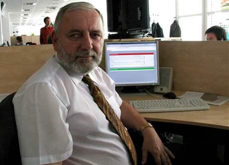 Pro nového �editele Pavla Hazuku bude nejt잚í probrat se ve�kerou dokumentací k nové budov� knihovny.