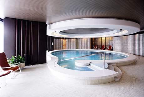 Hotelový bazén má průměr 11 metrů