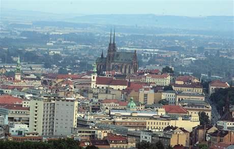 Letecký pohled na Brno a jeho dominantu Petrov