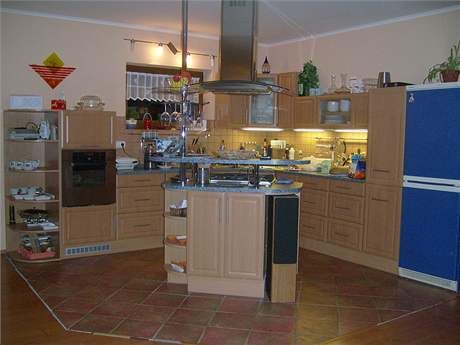 Současný vzhled obývací kuchyně